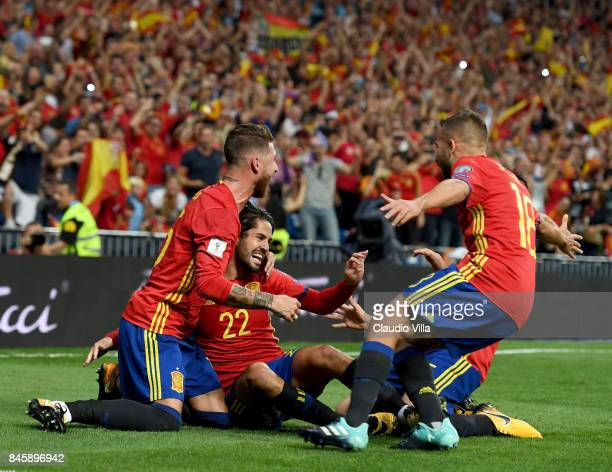 Isco Alarcon of Spain celebrates after scoring the opening goal during the FIFA 2018 World Cup Qualifier between Spain and Italy at Estadio Santiago...