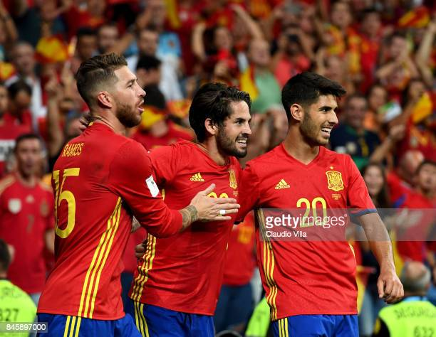 Isco Alarcon of Spain celebrates after scoring the second goal during the FIFA 2018 World Cup Qualifier between Spain and Italy at Estadio Santiago...