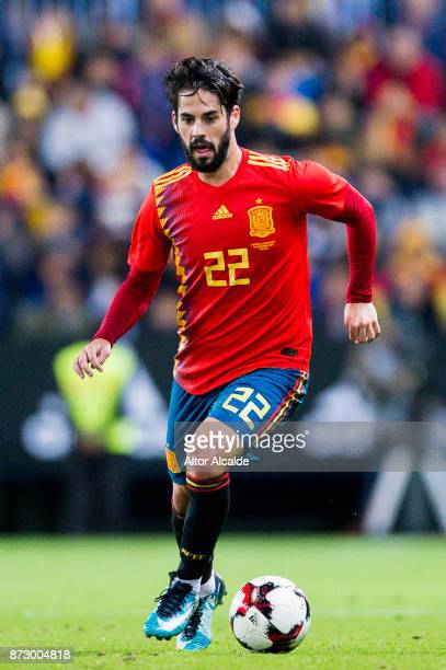 Isco Alarcon of Spain controls the ball during the international friendly match between Spain and Costa Rica at La Rosaleda Stadium on November 11...