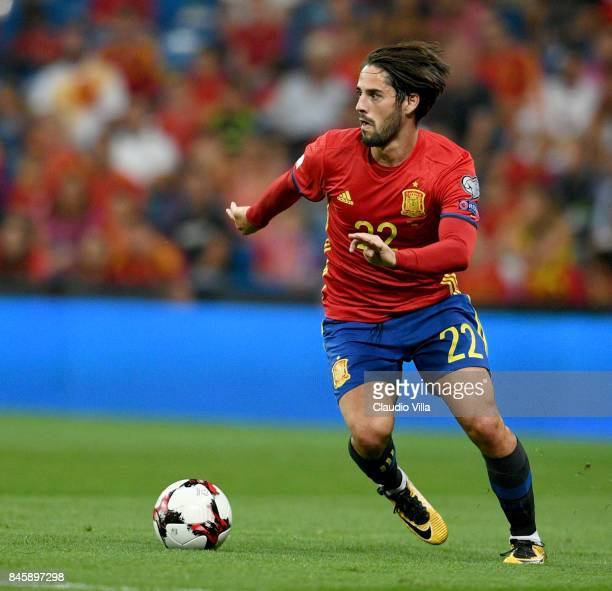 Isco Alarcon of Spain in action during the FIFA 2018 World Cup Qualifier between Spain and Italy at Estadio Santiago Bernabeu on September 2 2017 in...