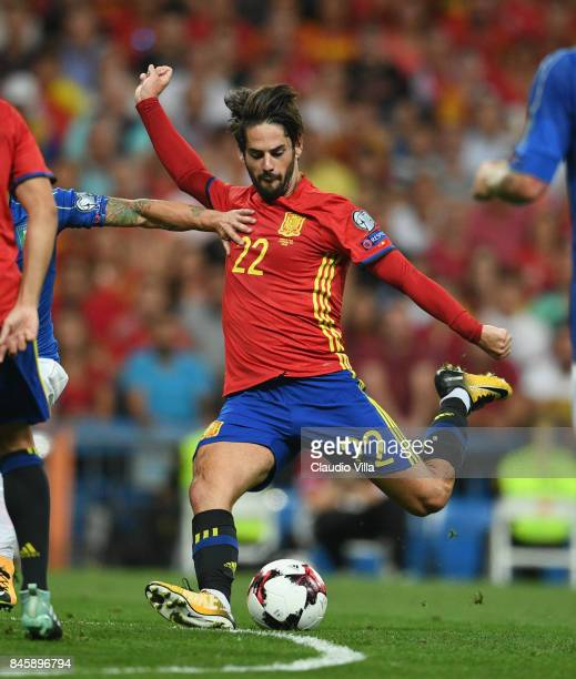 Isco Alarcon of Spain scores the second goal during the FIFA 2018 World Cup Qualifier between Spain and Italy at Estadio Santiago Bernabeu on...