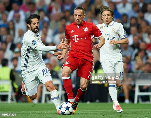 Isco and Luka Modric of Real Madrid competes for the ball with Franck Ribery of Bayern Muenchen during the UEFA Champions League Quarter Final second...