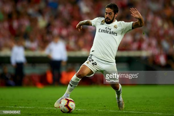 Isco controls the ball during the match between Athletic Club against Real Madrid at San Mames Stadium in Bilbao Spain on September 15 2018
