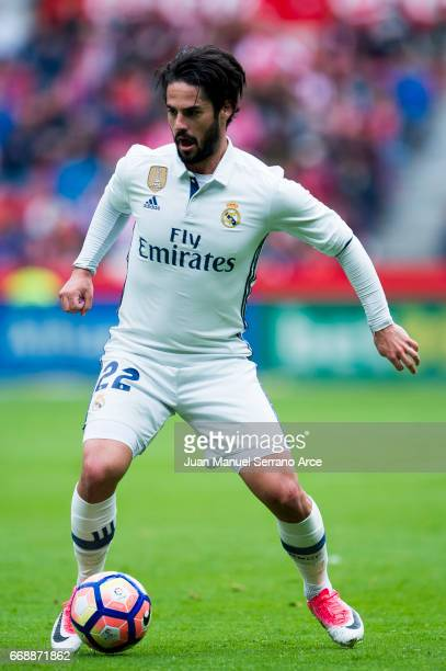 Isco of Real Madrid controls the ball during the La Liga match between Real Sporting de Gijon and Real Madrid at Estadio El Molinon on April 15 2017...