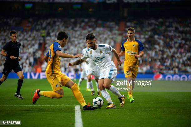 Isco of Real Madrid controls the ball during the match between Real Madrid and Apoel Nikosia at the Santiago Bernabeu stadium in Madrid on 13rd...