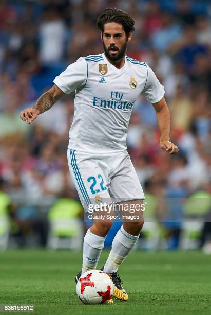 Isco of Real Madrid in action during the Trofeo Santiago Bernabeu match between Real Madrid and ACF Fiorentina at Estadio Santiago Bernabeu on August...