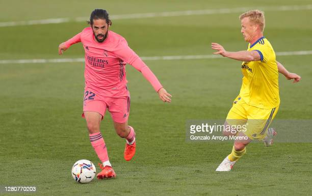 Isco of Real Madrid runs with the ball under pressure from Jens Jonsson of Cadiz CF during the La Liga Santander match between Real Madrid and Cadiz...