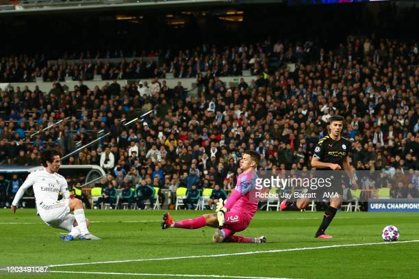 Isco of Real Madrid scores a goal to make it 1-0 during the UEFA Champions League round of 16 first leg match between Real Madrid and Manchester City...