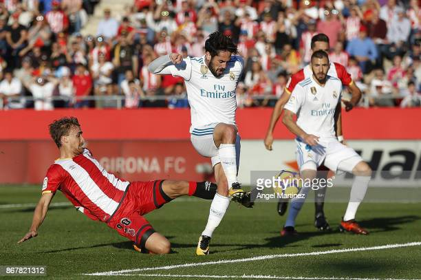 Isco of Real Madrid scores the opening goal during the La Liga match between Girona and Real Madrid at Estadi de Montilivi on October 29 2017 in...