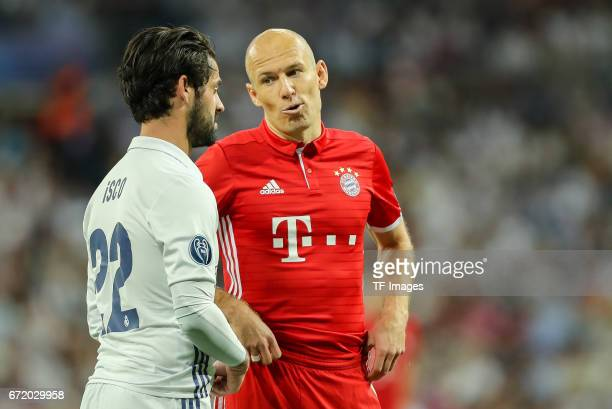 Isco of Real Madrid speak with Arjen Robben of Munich during the UEFA Champions League Quarter Final second leg match between Real Madrid CF and FC...