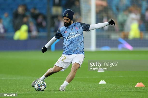 Isco of Real Madrid warms up prior to the UEFA Champions League group A match between Real Madrid and Paris Saint-Germain at Bernabeu on November 26,...