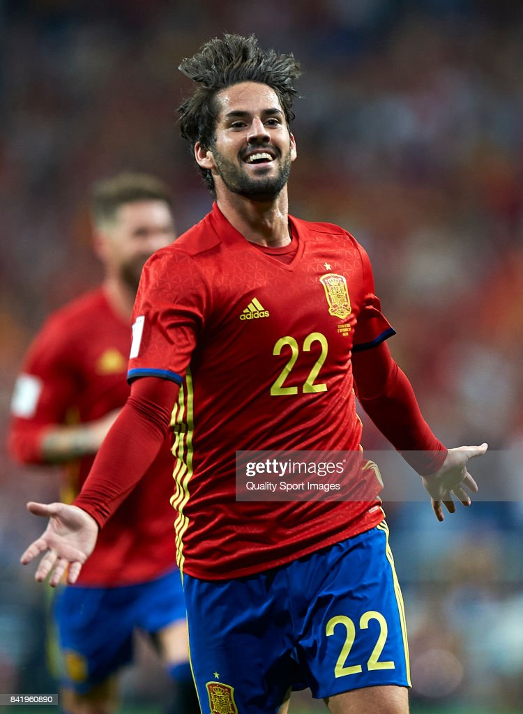 Isco of Spain celebrates after scoring the second goal during the FIFA 2018 World Cup Qualifier between Spain and Italy at Estadio Santiago Bernabeu on September 2, 2017 in Madrid, Spain.