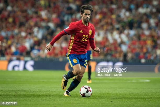 Isco of Spain heads toward the goal during the World Cup qualifying match between Spain and Italy at the Santiago Bernabéu Stadium on September 02...
