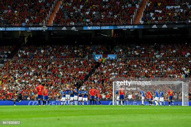 Isco of Spain scores the opening goal during the FIFA 2018 World Cup Qualifier between Spain and Italy at Estadio Santiago Bernabeu on September 2...
