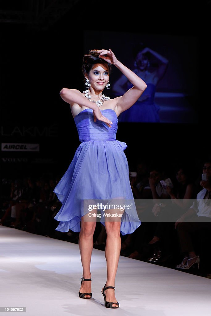 Isha Shravani showcases designs by Pallavi Foley on the runway during day five of Lakme Fashion Week Summer/Resort 2013 on March 26, 2013 at Grand Hyatt in Mumbai, India.