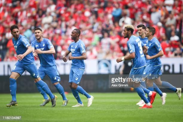 Ishak Belfodil of Hoffenheim celebrates his team's first goal with team mates during the Bundesliga match between 1. FSV Mainz 05 and TSG 1899...