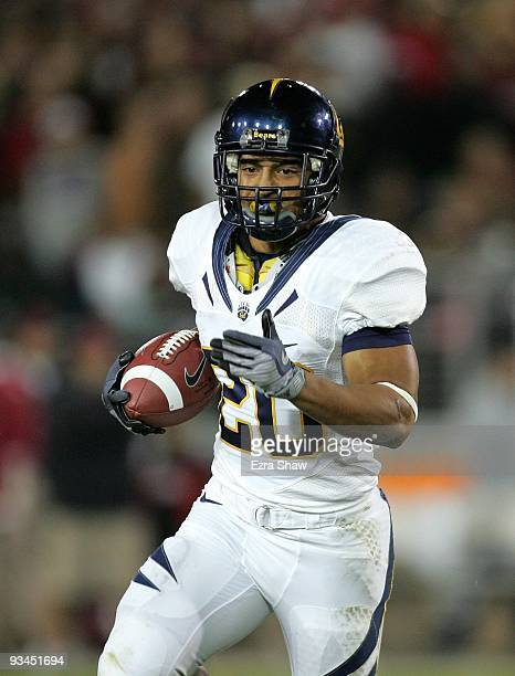 Isi Sofele of the California Bears runs with the ball during their game against the Stanford Cardinal at Stanford Stadium on November 21, 2009 in...