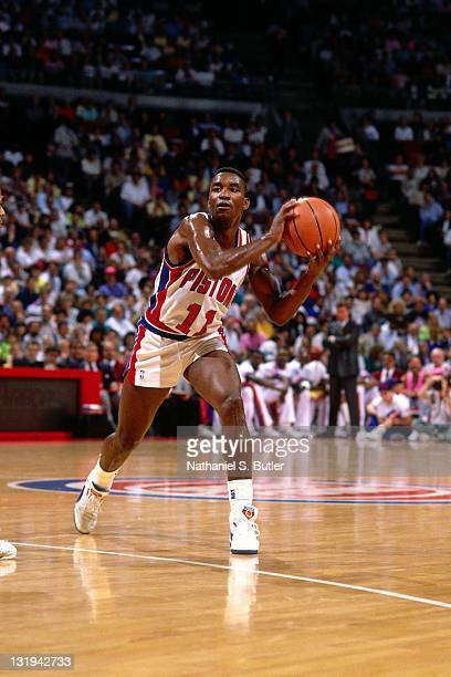 Isiah Thomas of the Detroit Pistons passes against the New York Knicks circa 1989 at Madison Square Garden in New York City NOTE TO USER User...