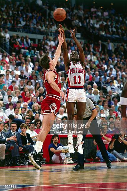 Isiah Thomas of the Detroit Pistons takes a jumper against the Chicago Bulls during the NBA game in Detroit Michigan NOTE TO USER User expressly...