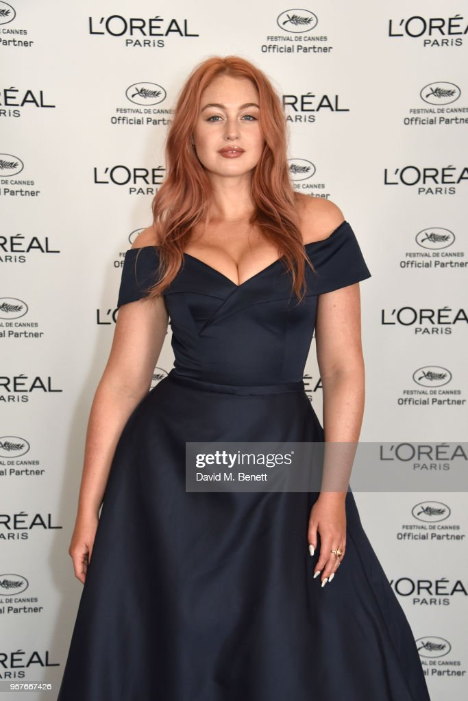 Iskra Lawrence Achieved Her Shimmering On Trend Rose Gold Hair