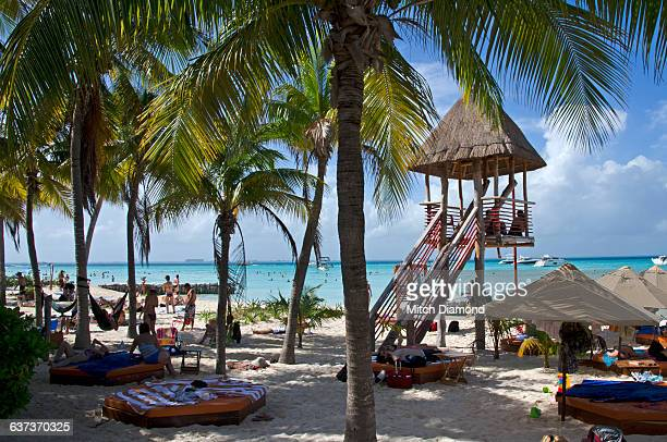 isla de mujeres beach - mujeres fotos stockfoto's en -beelden
