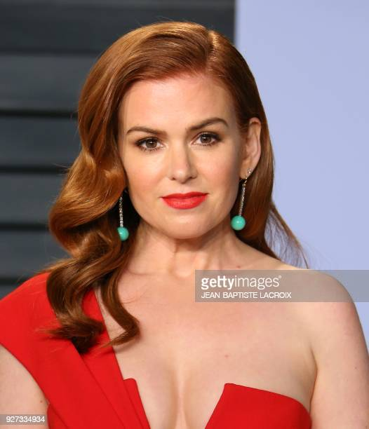 Isla Fisher attends the 2018 Vanity Fair Oscar Party following the 90th Academy Awards at The Wallis Annenberg Center for the Performing Arts in...