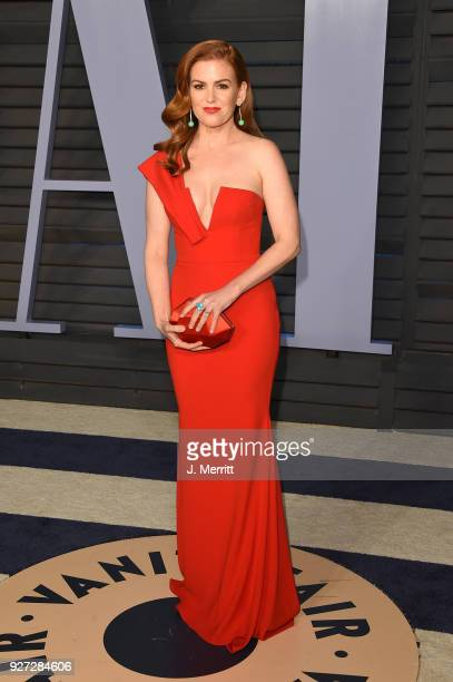 Isla Fisher attends the 2018 Vanity Fair Oscar Party hosted by Radhika Jones at the Wallis Annenberg Center for the Performing Arts on March 4 2018...