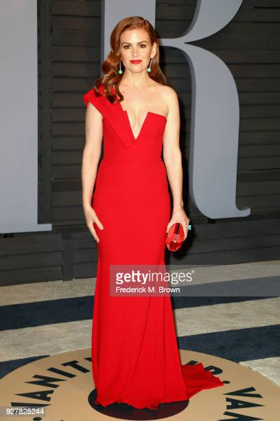Isla Fisher attends the 2018 Vanity Fair Oscar Party hosted by Radhika Jones at Wallis Annenberg Center for the Performing Arts on March 4 2018 in...