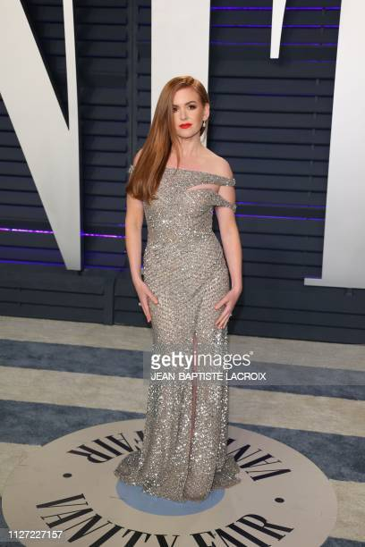 Isla Fisher attends the 2019 Vanity Fair Oscar Party at the Wallis Annenberg Center for the Performing Arts on February 24 2019 in Beverly Hills...