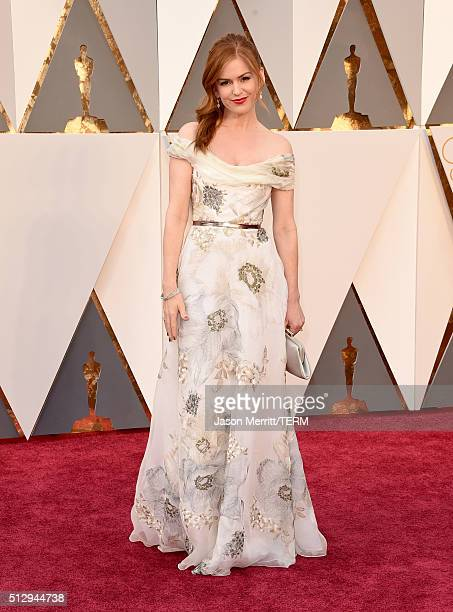 Isla Fisher attends the 88th Annual Academy Awards at Hollywood Highland Center on February 28 2016 in Hollywood California