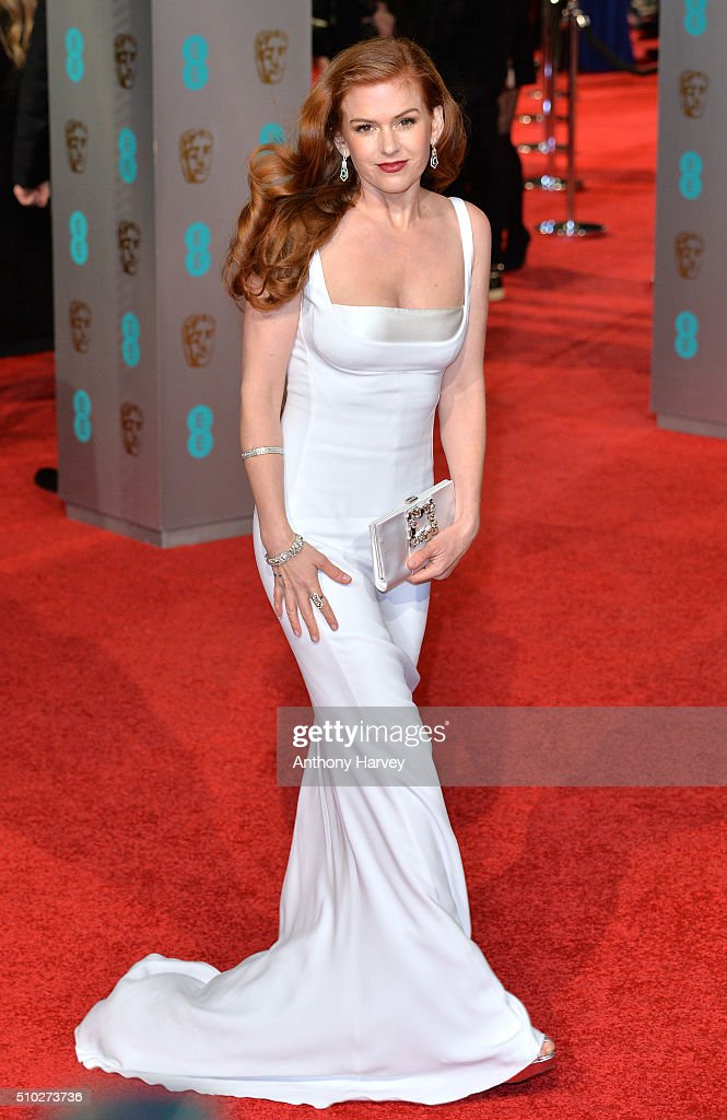 Isla Fisher attends the EE British Academy Film Awards at The Royal Opera House on February 14, 2016 in London, England.