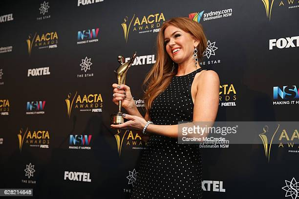 Isla Fisher poses in the media room after winning the Trailblazer Award at the 6th AACTA Awards Presented by Foxtel at The Star on December 7 2016 in...