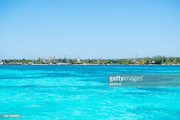 isla mujeres island in mayan riviera, mexico - mujeres fotos imagens e fotografias de stock