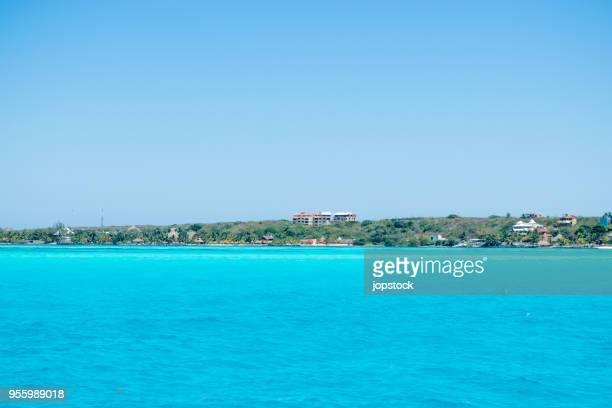 isla mujeres shore in cancun, mexico - mujeres fotos stockfoto's en -beelden
