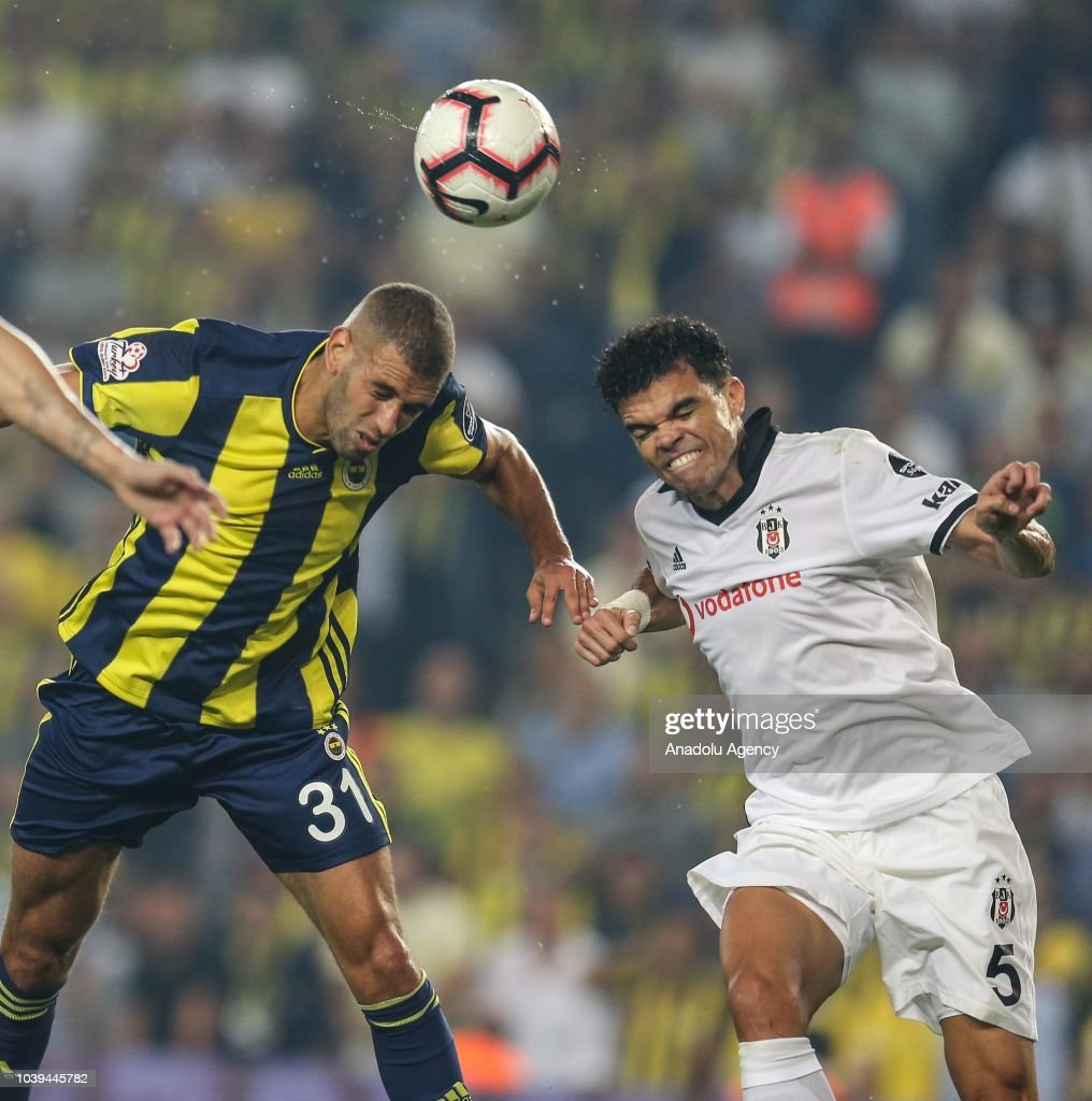 Turkish Super Lig: Fenerbahce v Besiktas : News Photo