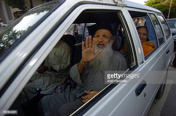 Head of the Pakistani EDHI trust Abdul Sattar Edhi and his wife Bilqees Edhi wave to media representatives as they arrive for meeting with Red Mosque...