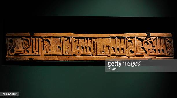 Islamic art Pilgrimage route to Holy City by Egyptian territory Large inscription in plaster stems from alHawra a city on the coastal route...