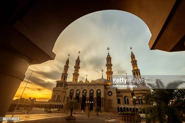islamic center samarinda beautiful sunset view - samarinda islamic center mosque stock pictures, royalty-free photos & images