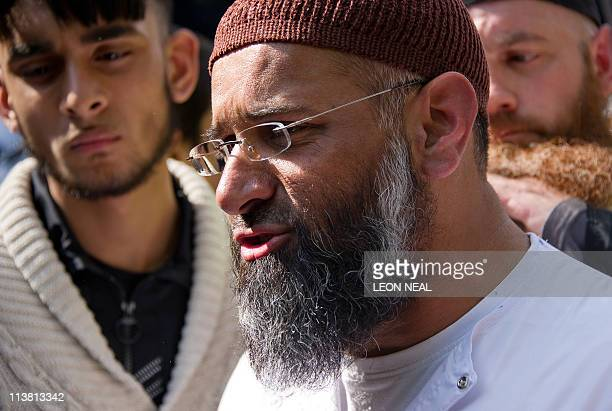 Islamic preacher Anjem Choudary speaks to members of the media during a protest outside the US embassy in central London on May 6 2011 AFP PHOTO/LEON...