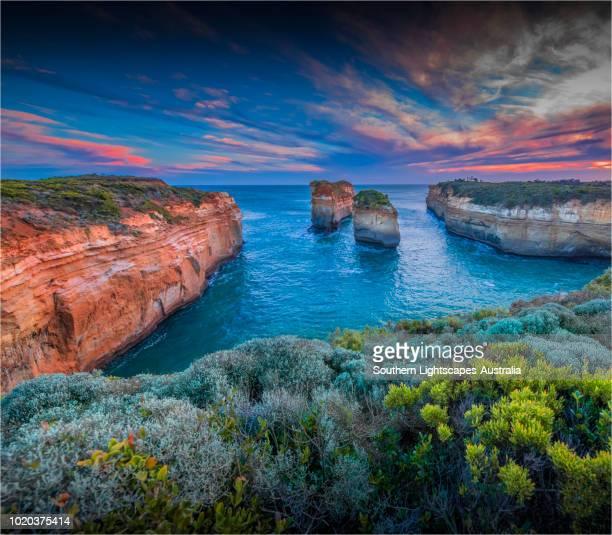 island arch, shipwreck coastline, port campbell, victoria, australia. - victoria australia stock pictures, royalty-free photos & images