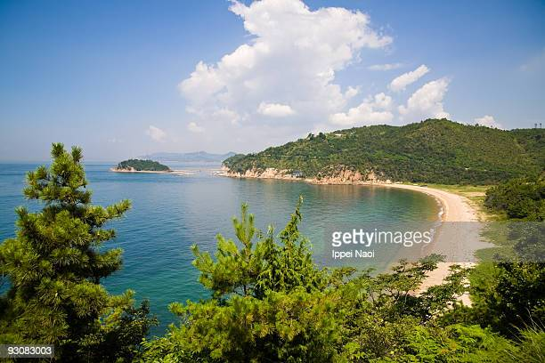 island beach in seto inner sea of japan in summer - kagawa ストックフォトと画像
