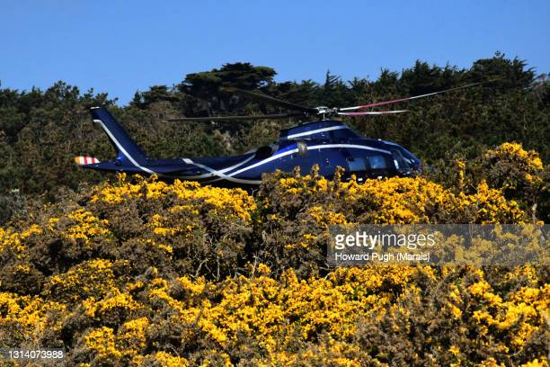 island helicopter transport - howard pugh stock pictures, royalty-free photos & images