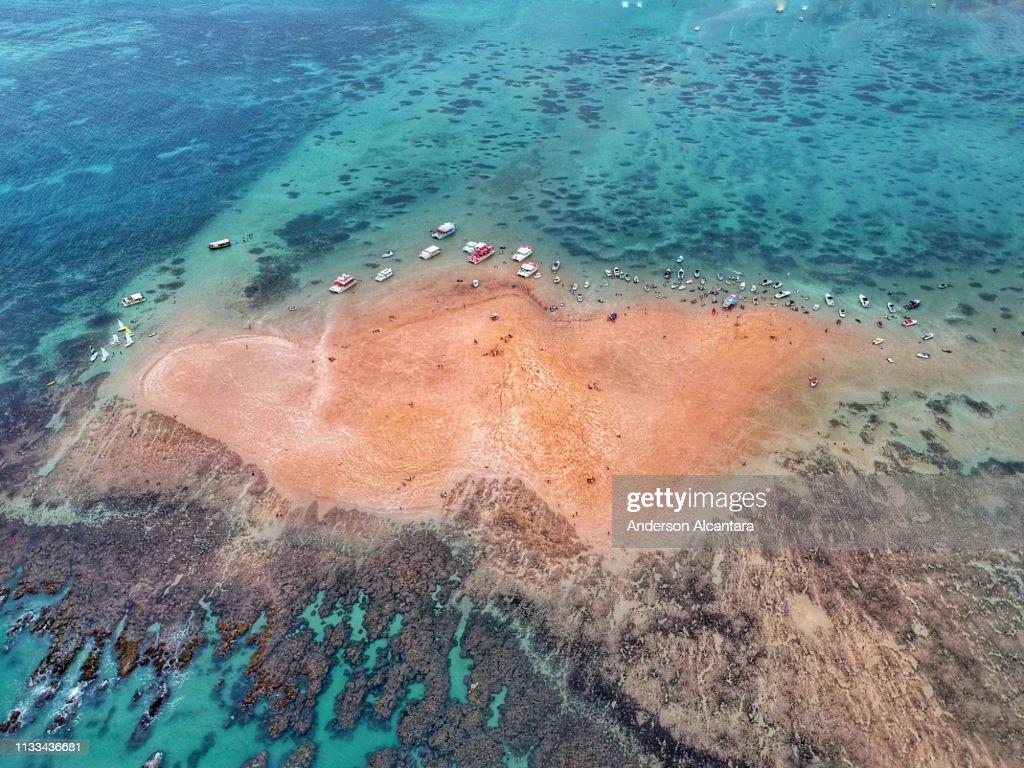 Island Ilha de areia vermelha : Stock Photo