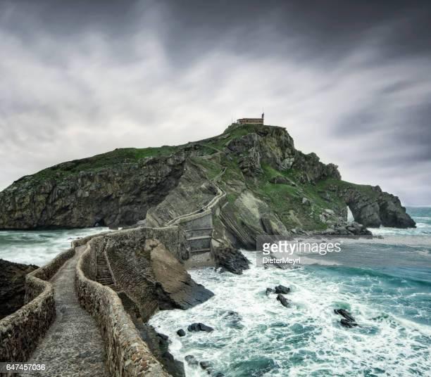 Île de Île de Gaztelugatxe, old hermitage sur l'île rocheuse