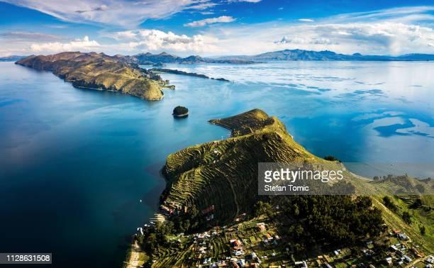 island of the sun at lake titicaca in bolivia - america latina foto e immagini stock