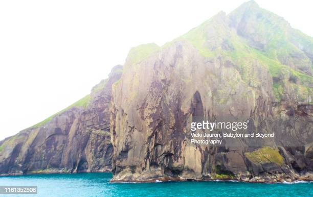 island of the vestmannaeyjar archipelago in southern iceland - rookery stock pictures, royalty-free photos & images