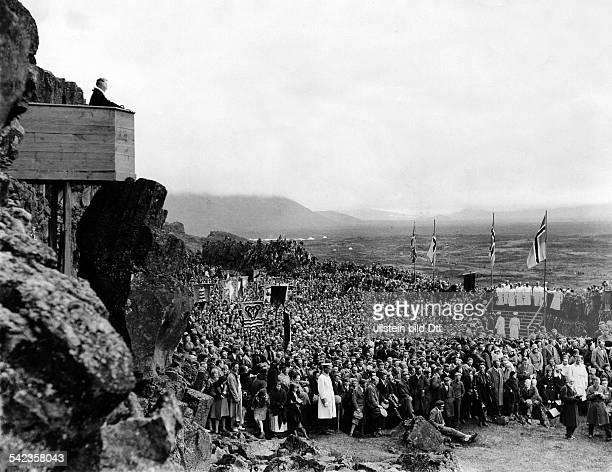 Island Tausendjahrfeier Althing am Almannagja Eröffnung der dreitägigen Feierlichkeitenmit einem Gottesdienst Der Pfarrer bei seiner Predigt vom...