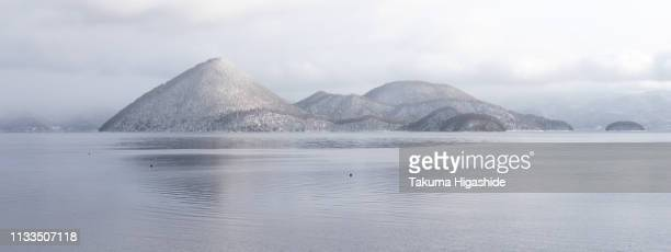islands in a lake - 湖 stock pictures, royalty-free photos & images