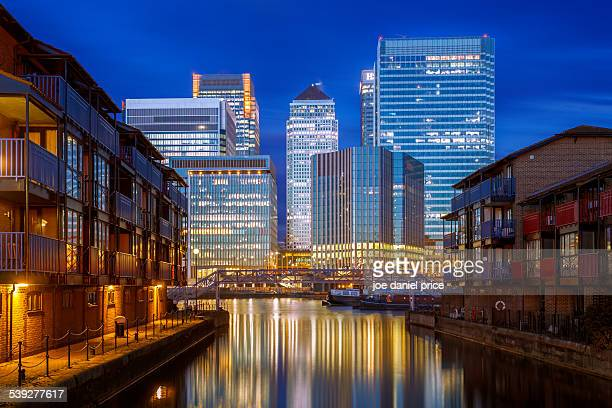 isle of dogs, canary wharf, london - canary wharf stock photos and pictures