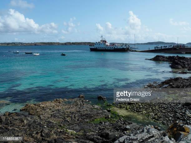 isle of iona pier, hebrides archipelago, scotland - hebriden inselgruppe stock-fotos und bilder